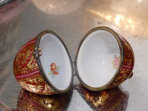 śliczne puzderko porcelanowe jako jajko
